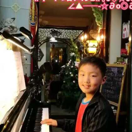 《下个路口见》流行曲即兴弹奏,送给久违的大家。我想您们了❤️❤️❤️,我们又在美拍路口见面了!好开心啊👋👋👋#钢琴##音乐##美拍小助手#