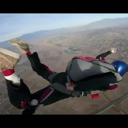 我去跳伞啦,感觉整个人像被发送出去了,简直爽呆了!#热门##搞笑#