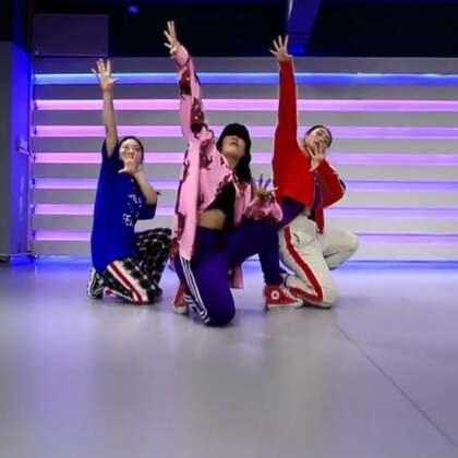 【4.2集训课二期】#舞蹈##郑州175#小小|导师💃古灵精怪的小小女神与她的学员swag风来一波 😍👏choreography by @Real'Bingo🌊かいと🌊 气场十足,实力与颜值并存!!🔥💫@美拍精选官方账号