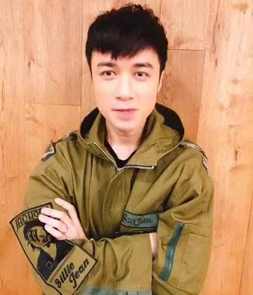4月2日晚上18:30,美拍娱乐将在上海时装周现场直击@古巨基LeoKu 的品牌大秀哦,想看男神走秀吗?想和男神精彩互动吗?那就准时收看吧~