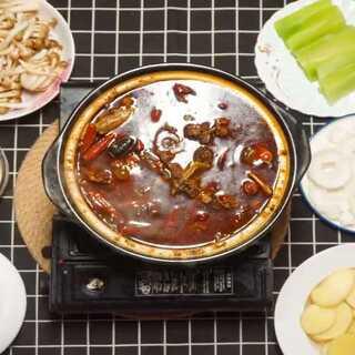 〈辣牛排骨汤〉原来麻辣干锅酱还可以这样做#美食##海椒记#