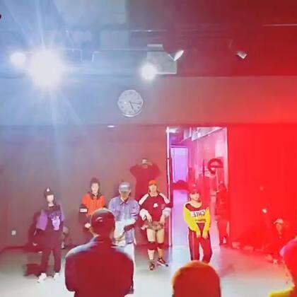 红色衣服的喵哥,偶尔帅气一下#舞蹈#@美拍小助手 @舞蹈频道官方账号