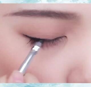 自然眼线的画法!注意到这个位置!你离化妆小白更远了!#眼妆#