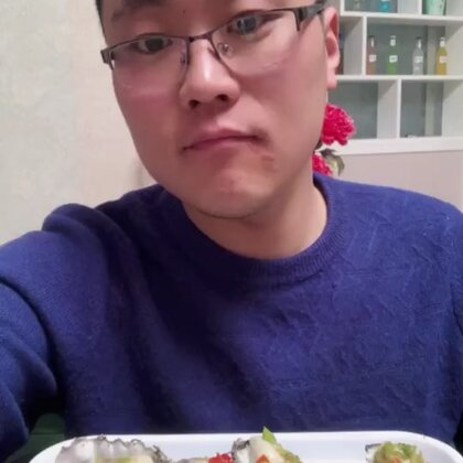 这几天家里面忙,加上自己发烧,所以没有更新,可把姐姐累坏了,什么季节吃什么海鲜,生蚝现在超级肥,这个季节就吃生蚝!99元11斤,远的地区➕10元