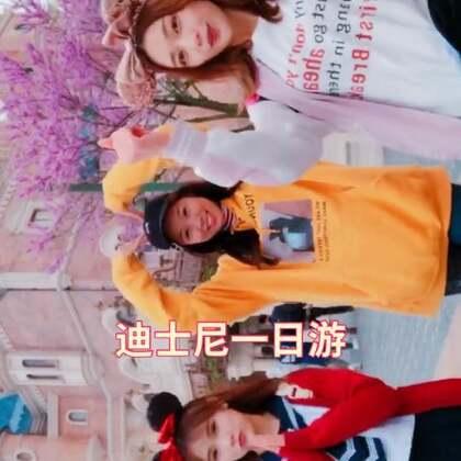 #精选##上海迪士尼乐园#迪士尼真的好冷,花钱买的毯子和裤袜比门票还贵😂@左左zoey呀