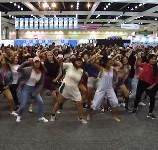 #舞蹈#《粉丝挑战韩流随机舞蹈游戏!》每次看到这些视频都好想去参加一次!告诉我哪一位舞者最吸引你?#音乐##韩流欧尼舞蹈#