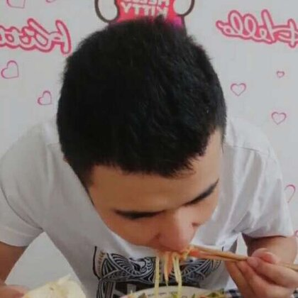 #吃秀##吃货#吃饭啦!香肠芹菜土豆丝,老香了哦,大家可以试一下,告诉大家一个炒土豆丝不粘锅的方法,热锅冷油,最重要的就是换一个好用的锅😜,非常好用的锅现在限时特价哦,https://weidian.com/s/253427556?wfr=c&ifr=shopdetail