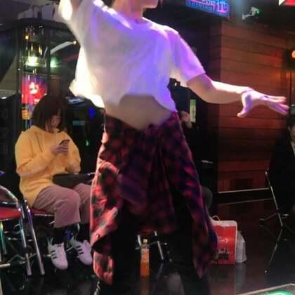 #舞蹈##跳舞机#✨#蹦迪舞bboombboom#✨还没发过舞蹈视频,已经忘动作了🌚emmmm 想你想你想我