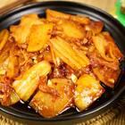 韩国料理中既简单又美味的无非就是这道辣白菜炒土豆片了,配上一碗米饭,保证吃完还想再来一碗!#美食##地方美食##辣白菜#