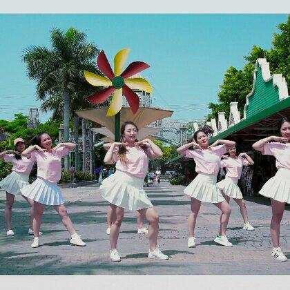 #i like 美拍##我要上热门##派澜舞蹈#夏天到了 表白小姐姐们 表现力和笑容都好棒 emm……我觉得这支舞就一般般咯 也就看了几十次 不信来试试😂😂@美拍小助手 @舞蹈频道官方账号