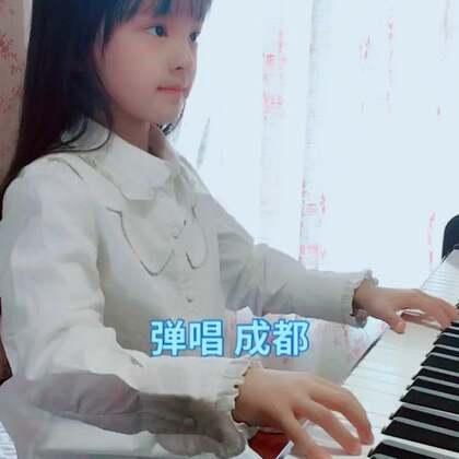蓓蓓今年会带给大家更多的弹唱作品,希望你们喜欢😘唱的不好,会继续努力的。