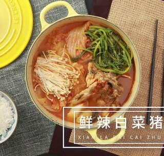 有了这道汤,下饭就够了!荤素搭配的【鲜辣白菜猪骨汤】,浓汤配上鲜菜,又香又有味。今天再来一碗饭! #美食##食谱##烹饪#