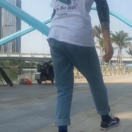 来报道,哟哟哟。喜欢滑板的点个赞吧❤@Pony$oore @小雨fifteen @Switch深圳滑板店 @请叫我大俊俊 #长板##长板dancing##长板平花#