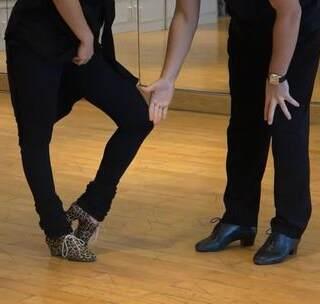 Smagin & Polina【恰恰精讲】核心体能力量,脚踝,律动。双人组合,脊椎运用😍 购买完整版→ https://appd9cS7ku84696.h5.xiaoeknow.com #拉丁舞教学##舞蹈#