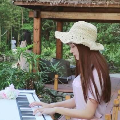 #精选##音乐##穿秀#皮一下很开心 后面的小姐姐怕是吓到了哈哈哈