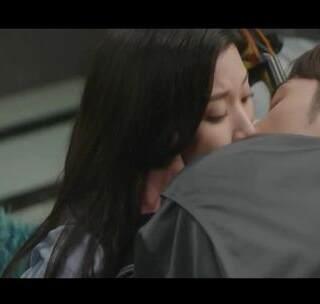 世主&秀芝kiss cut,喜欢男二女二这一对~ #伟大的诱惑者##韩剧##扑通扑通的小心跳#