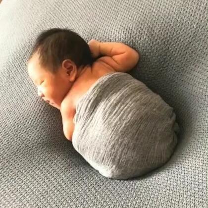 出生七天的小小欧巴,有人要定娃娃亲吗?#中韩混血宝宝#