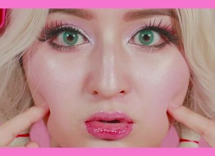 完胜PS的化妆易容术之芭比妆容,用小小高光来打造精致的芭比皮肤质感,宛的化妆邪术第四趴~每次出特别的妆容都会有一些不同声音,不过我还是会坚持做喜欢的,结合实用技巧,这样视频出的开心,你们也能用到~ #美妆##高颜值#