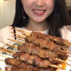 今天就想吃烤羊肉串,折腾一整~这么晚了,你们还没睡吧,哈哈,饿了就赶紧加餐去吧!这种大屏还习惯吗?记得给宝宝个赞❤️#美食##i like 美食##小白亲子厨房#