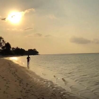 美麗的海邊跑步