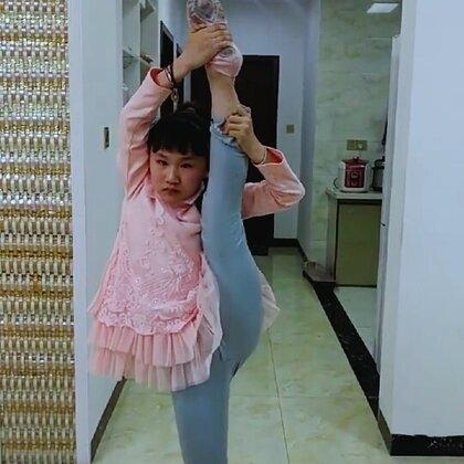 #语言#,武术,舞蹈基本功,老师给我们布置家庭作业练习,#宝宝##张佳琦#