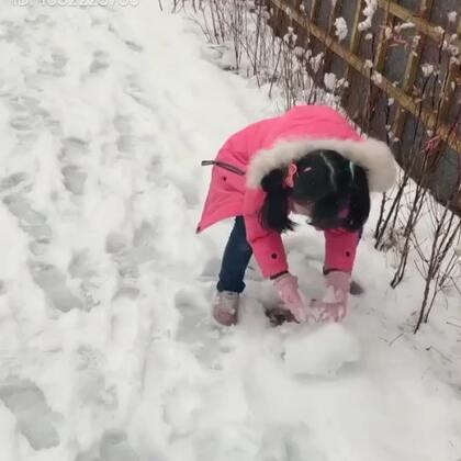 #宝宝##梨涡妹妹金在恩#好一阵子的视频啦!喜欢在冬天里堆雪人打雪仗的小在恩!