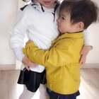 #萌宝宝##晒娃大赛# 尼克和爸爸出门回家 一进门就莫名其妙地扑向玛雅抱抱 😂