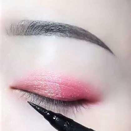 哈哈,画的不好将就下,眼线笔还是挺好的,一整天不晕妆@美拍小助手 #我要粉丝,我要上热门##眼妆#
