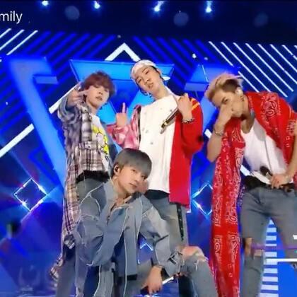 #超好听的现场live# WINNER 在今天播出的MBC《音乐中心》中带来《EVERYDAY》+《AIR》的精彩舞台,沉浸在温拿的舞台无法自拔,应援也超棒! #音乐#