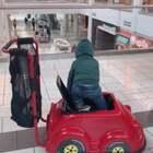 大家周末愉快 我这现在是周六的晚上 上午带Ethan去逛商场 免费提供的推车真的太赞了 他乖乖的坐里面 我就推着他到处逛#逛街##热门#