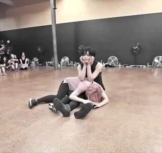 #舞蹈#【微信公众号:urbandance】Koharu Sugawara 编舞《Dog Days Are Over》更多舞者作品请点击:http://www.urbandance.cn/tag/urban-dance-camp/