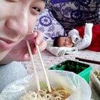 看吧小文哥馋的吧~😁这么小都知道吃啊#热门##搞笑##宝宝#