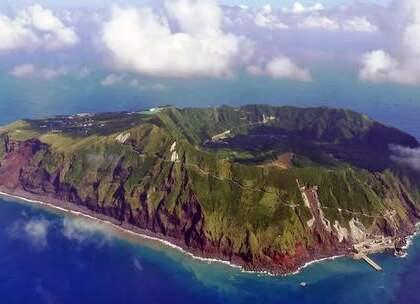 日本的青之岛,青之岛属于日本东京,距离东京约358公里,这里又是天然的桑拿房.这个岛被称为是全球最危险的岛屿。