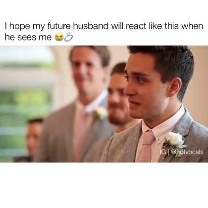 【暖心视频】 我希望我未来的Ta在我们结婚那天也能像视频这样动容落泪。 💘 #外国视频精选#
