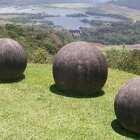 【全球最神秘的地方之一,有300多块巨型石球,科学家也没找到答案!】现在很多广场上为了安全起见,都会放置很多石球,圆的石球很常见,但是哥斯达黎加的石球分布范围之广,技艺之精湛,而且大小不一,任何有关于石球的记载为零,科学家甚至认为这是外星人所为。#旅行##广场##石球#