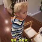 美国加利福利亚的3岁小宝宝Tydus,想要给妈妈一个惊喜,虽然你认真的样子很可爱。但看到最后我真的忍不住爆笑啊...😂😂😂
