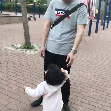 #宝宝#奔跑的女汉子😂。一刻也停不下来啊!!#小胖葵成长记录#