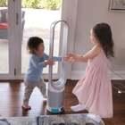 最近花粉过敏太难受了,买了一个新的空气净化器,姐弟俩以为是玩具呢😂....最喜欢听小孩子的笑声了😂...好好玩儿... #宝宝#
