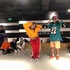 """新加坡🇸🇬大师课夫妻档齐上阵!两位老师带来的Hiphop Class,除了上课更向大家分享跳舞旅程中的发生的故事,""""以前不停的追求 现在功成名就 WE MADE IT!""""@舞蹈频道官方账号 @美拍小助手 #晒偶像大赛##舞蹈##大师课workshop#"""