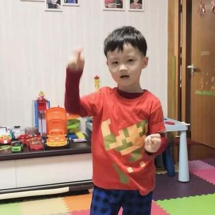 帅先森深情演唱#帅帅成长记#🐯#唱歌宝贝##两只老虎# 就是调起的有点高。😛