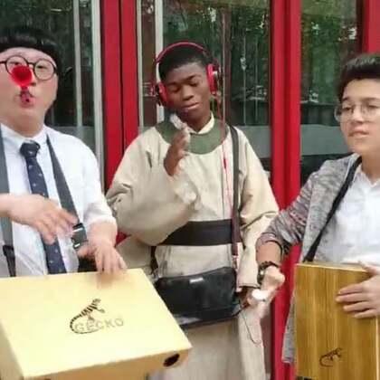 喜欢我们的乐队吗@陈童艺术坊 (拍节目的时候出来随便拍的 哈哈哈哈)