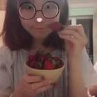 #吃草莓#今天看美拍很多人在吃草莓 🍓就很想吃 一会会发小煤球吃🍓的视频 期待吗?