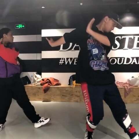 【Dangsters旦斯特街舞美拍】关于街舞努力的方法有很多种,不...