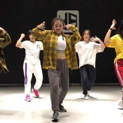 🎵👉🏻#There's Nothing Holdin'Me Back #今天大课过后简单排练了一个队形、一镜到底、也不想后期加音乐、原谅我偷一次懒、连续做了两个晚上通宵视频、真的太累了😭!喜欢就用行动表现出来吧、让我感觉世界充满爱🤣!#我要上热门##jc舞蹈训练营#