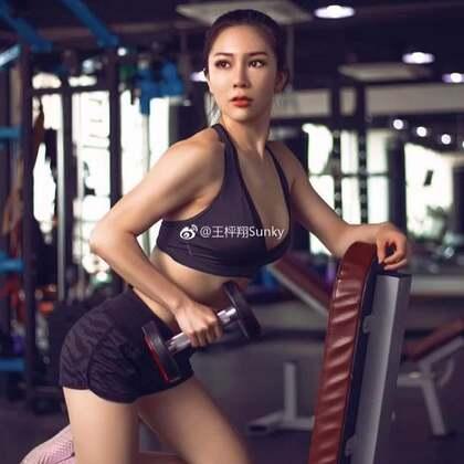 健身 是一个人的战斗 唯一的敌人和唯一的战友 只有你自己。#运动#