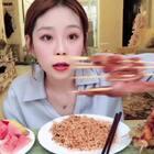 #吃秀##日常# 撸串日常 小脆骨串真的是我最爱!!看我吃了多少串? 火鸡面真是后劲儿上头 必须来点蜂蜜水和水果~ 第二套雾霾蓝衬衫也到货了 好快呀 以为还要2天呢😉早上想着早点起来吃个早饭再走 吃小笼包或者生煎 然后……不赶趟了 哈哈~ 明早一定的起来去吃!!!