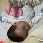 宝宝的高难度睡姿!😂