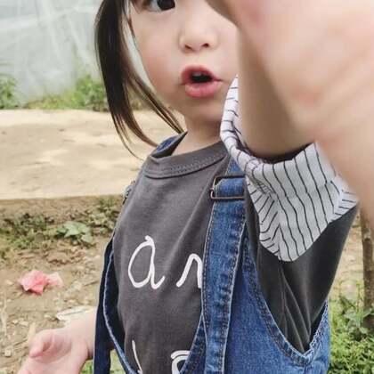 草莓🍓😋#宝宝##小吃货##咩咩#@宝宝频道官方账号 @美拍小助手