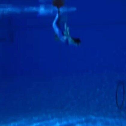 #自由潜水##down#还不是很熟练的钻洞😥