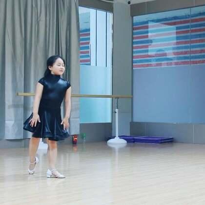 #舞蹈##拉丁舞伦巴#世上没有一模一样的舞蹈,每个人都有自己的小感觉